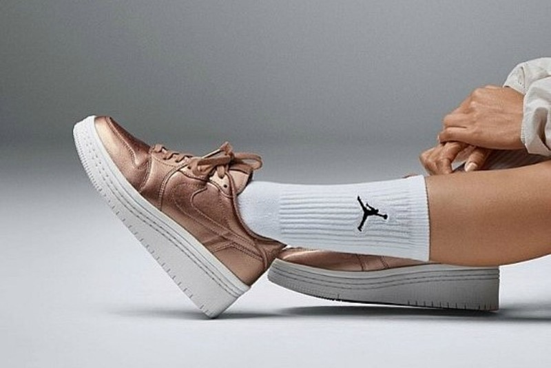 low priced 67eb8 90a00 해외] 나이키 우먼스 에어조던1 리트로 로우 리프티드 Nike W ...