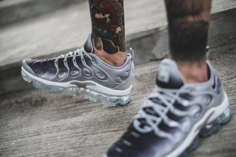 huge selection of 9ba52 fad36 [해외] 나이키 에어 베이퍼맥스 플러스 Nike Air VaporMax Plus Wolf Grey Black
