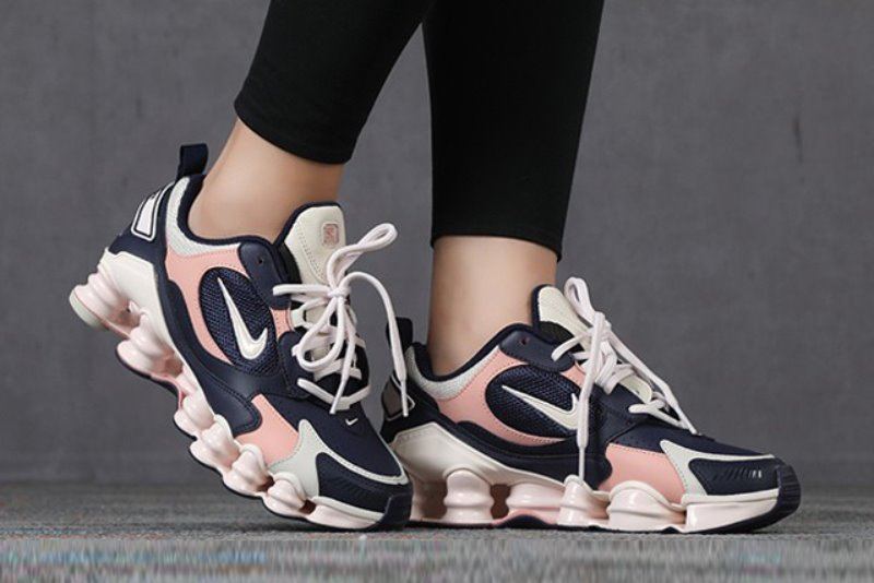 [해외]나이키 우먼스 샥스 TL 노바 Nike W Shox TL Nova​ Blackened Blue Light Soft Pink AT8046-400