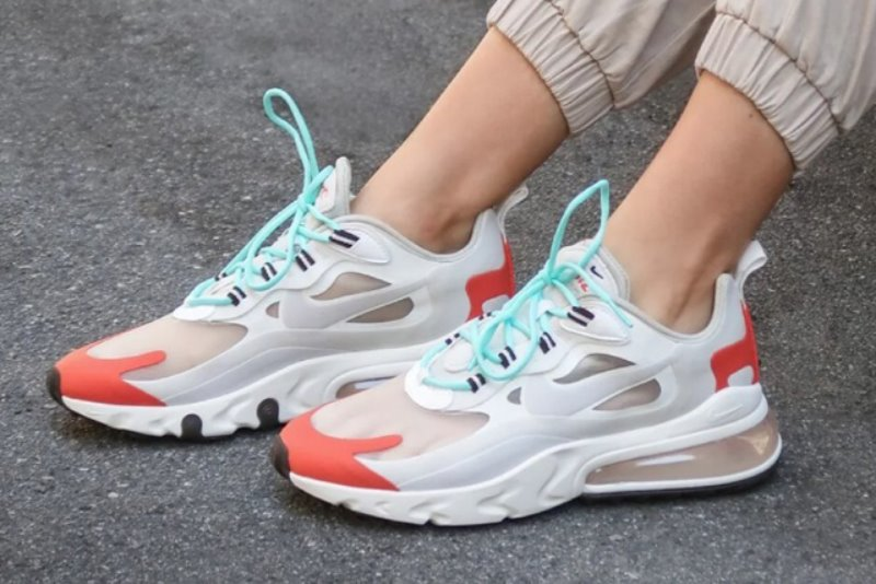 [해외]​나이키 우먼스 에어맥스270 리액트 Nike W Air Max 270 React Light Beige Chalk Platinum Tint Team Orange ​AT6174-200